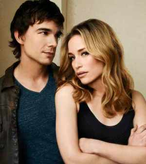 Pictured: (l-r) Christopher Gorham as Auggie Anderson, Piper Perabo as Annie Walker -- Photo by: Andrew Eccles/USA Network