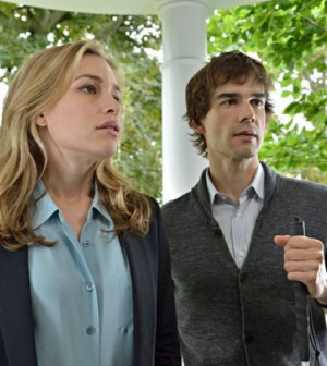 Pictured: (l-r) Piper Perabo as Annie Walker, Christpher Gorham as Auggie Anderson -- (Photo by: Ben Mark Holzberg/USA Network)