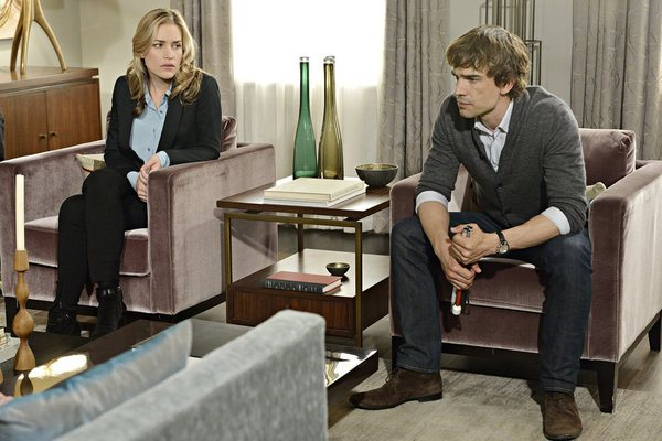 """Crackity Jones"" Episode 407 -- Pictured: (l-r) Piper Perabo as Annie Walker, Christopher Gorham as Auggie Anderson -- (Photo by: Ben Mark Holzberg/USA Network)"