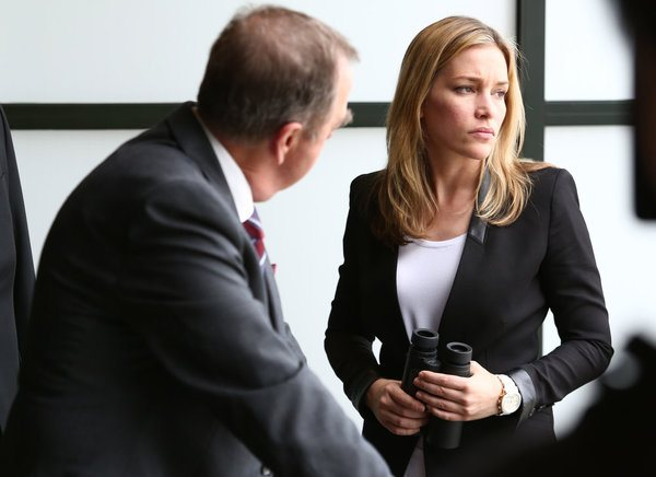 """""""Hangwire"""" Episode 409 -- Pictured: (l-r) Gregory Itzin as Henry Wilcox, Piper Perabo as Annie Walker -- (Photo by: Tim Whitby/USA Network)"""
