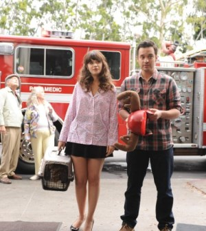 "Jess (Zooey Deschanel, L) and Nick (Jake Johnson, R) in New Girl's ""Mars Landing."" Co.  Cr:  Ray Mickshaw/FOX"