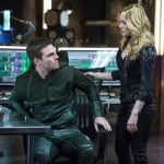 Pictured (L-R): Stephen Amell as Oliver Queen and Caity Lotz as Sara Lance -- Photo: Cate Cameron/The CW