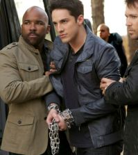 Pictured: Michael Trevino as Tyler/Julian (center) -- Photo: Annette Brown/The CW