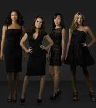 Pictured (L-R): Rochelle Aytes, Alyssa Milano, Davis, Yunjin Kim, and Jes Macallan -- Photo by: ABC/BOB D'AMICO