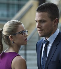 Pictured (L-R): Emily Bett Rickards as Felicity Smoak and Stephen Amell as Oliver Queen -- Photo: Cate Cameron/The CW