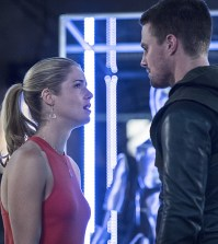 (L-R): Emily Bett Rickards as Felicity Smoak and Stephen Amell as Oliver Queen -- Photo: Cate Cameron/The CW
