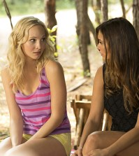 Pictured (L-R): Candice Accola as Caroline and Nina Dobrev as Elena -- Photo: Bob Mahoney/The CW