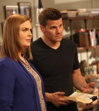 Brennan (Emily Deschanel, L) and Booth (David Boreanaz, R) | Co. Cr: Patrick McElhenney/FOX