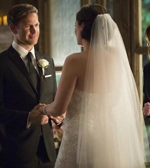 Pictured (L-R): Matt Davis as Alaric and Jodi Lyn O'Keefe as Jo -- Photo: Bob Mahoney/The CW