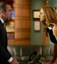 Pictured: (l-r) Rick Hoffman as Louis Litt, Sarah Rafferty as Donna Paulsen -- (Photo by: Shane Mahood/USA Network)