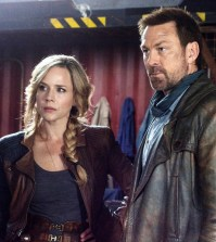 Pictured: (l-r) Julie Benz as Amanda Rosewater, Grant Bowler as Joshua Nolan -- (Photo by: David Lee/Syfy)