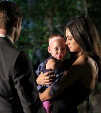 Pictured (L-R): Daniel Gillies as Elijah and Phoebe Tonkin as Hayley -- Photo: Quantrell Colbert/The CW