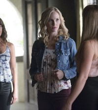 Pictured (L-R): Scarlett Byrne as Nora, Candice Accola as Caroline and Teressa Liane as Mary Louise -- Photo: Bob Mahoney/The CW