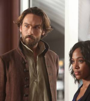 "L-R: Tom Mison and Nicole Beharie in the ""Dead Men Tell No Tales"" episode of SLEEPY HOLLOW. Co. Cr: Tina Rowden/FOX."