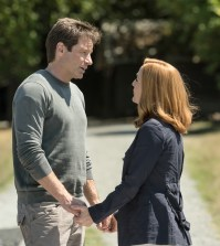 "L-R: David Duchovny and Gillian Anderson in the ""Babylon"" episode of THE X-FILES. Co. Cr: Ed Araquel/FOX"