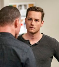 "CHICAGO P.D. -- ""300,000 Likes"" Episode 407 -- Pictured: Jesse Lee Soffer as Jay Halstead -- (Photo by: Matt Dinerstein/NBC)"