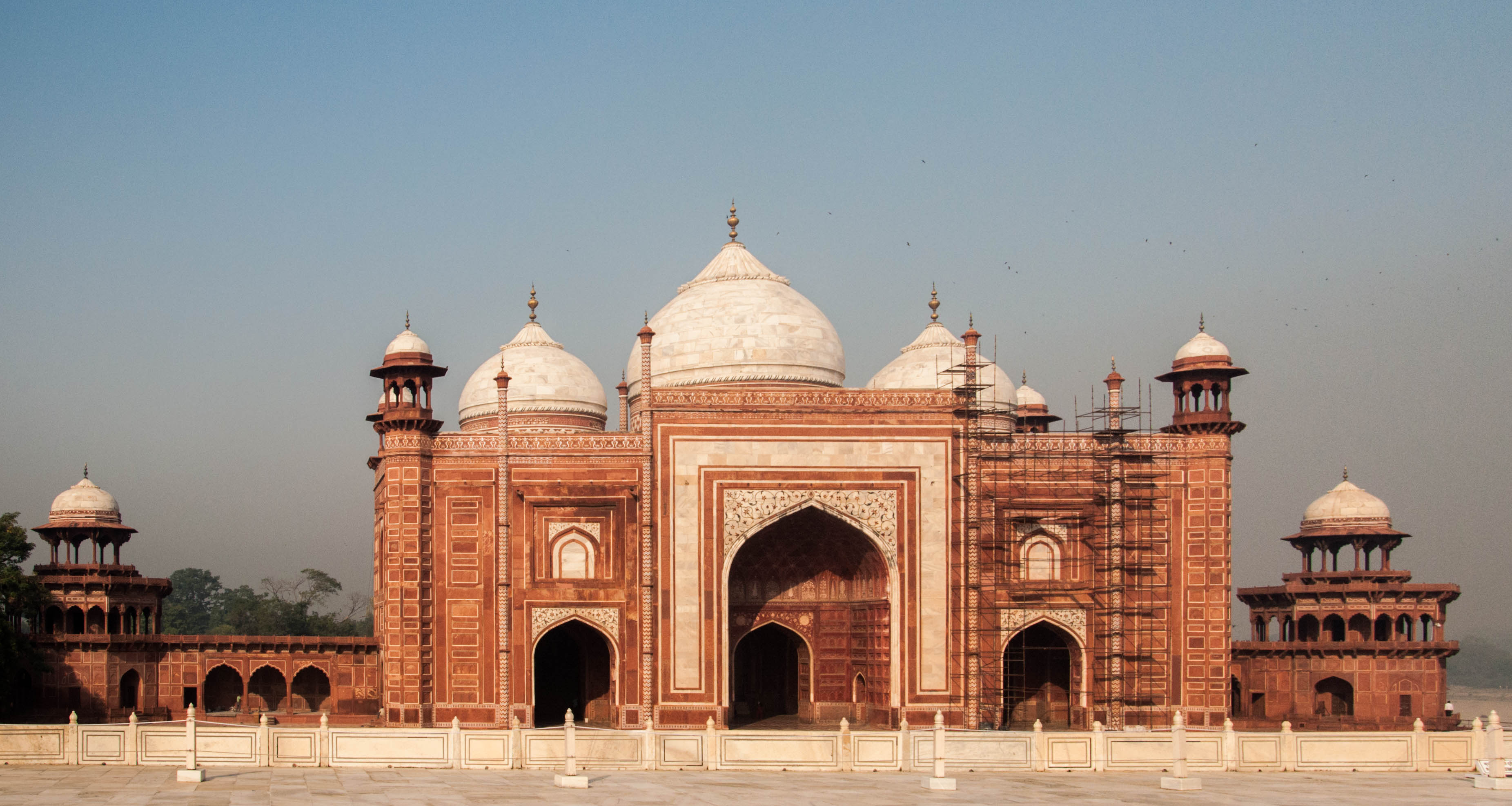 essay on taj mahal in urdu Visit to taj mahal visit to taj mahal : there are many beautiful and worth seeing historical places in india but the taj mahal of agra is the most beautiful of all.