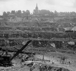 """Jeffrey Mine, Asbestos, QC, 1944"" Source: Library and Archives Canada, Mikan 3197547"