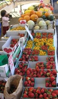 berries at Berkeley farmers market