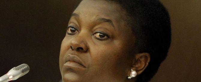 """Clandestini, Kyenge furibonda: """"Un giorno avremo la maggioranza"""""""
