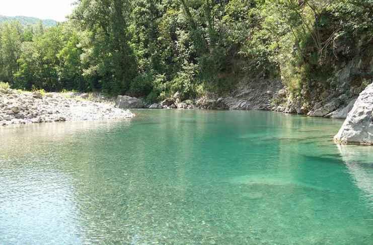 Cadavere spunta sul fiume Trebbia a Piacenza. Forse un omicidio