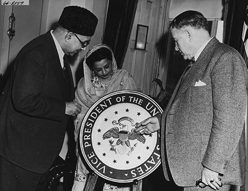 Barkley_showing_Vice_Presidents_seal_to_Ali_Khan