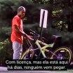 A diferença entre um negro e um branco ao tentar roubar uma bicicleta