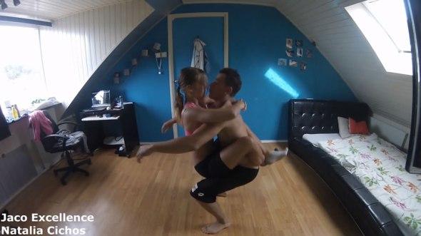 Casal de namorados ensina como malhar juntinhos