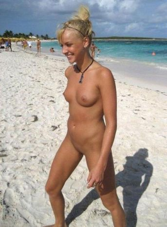 Outdoor amateur sex on a nudist beach
