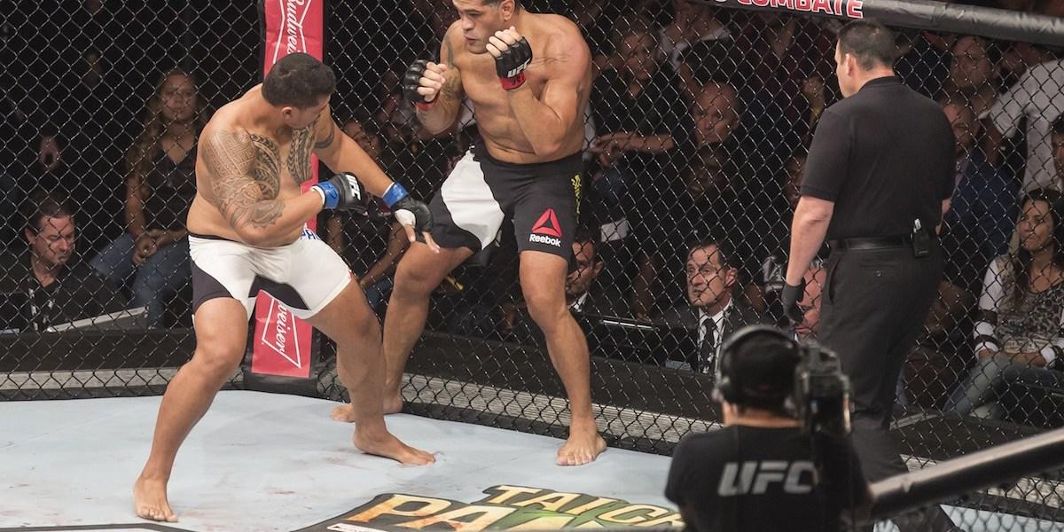 Fight between Antonio Silva (Bigfoot) (BRA) and Soa Palelei (The Hulk) (AUS) during UFC-190 in HSBC Arena in Rio de Janeiro. Image: CP DC Press / Shutterstock.com