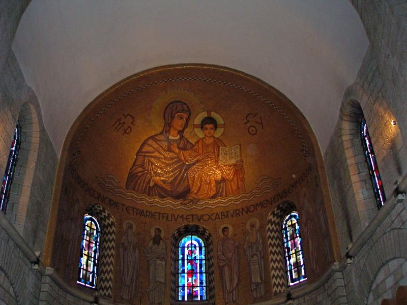Mary and Jesus in the Church of Dormition, Holy Land dans immagini di chiese Church-of-the-Dormition2