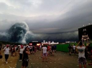 Apparizione spettrale durante il festival di musica a Limburg