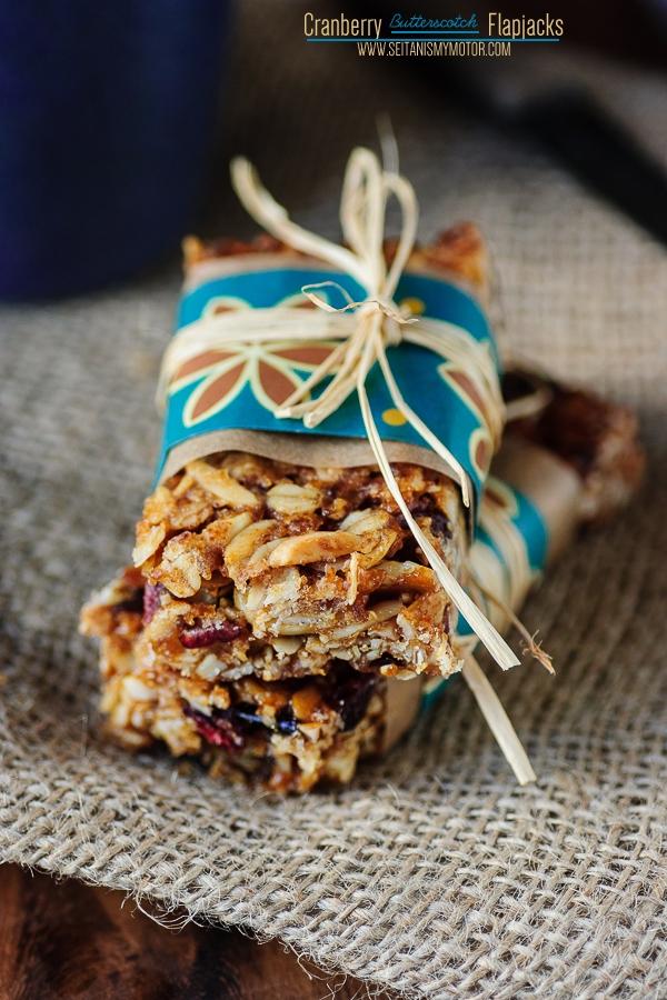 cranberry butterscotch flapjacks | www.seitanismymotor.com