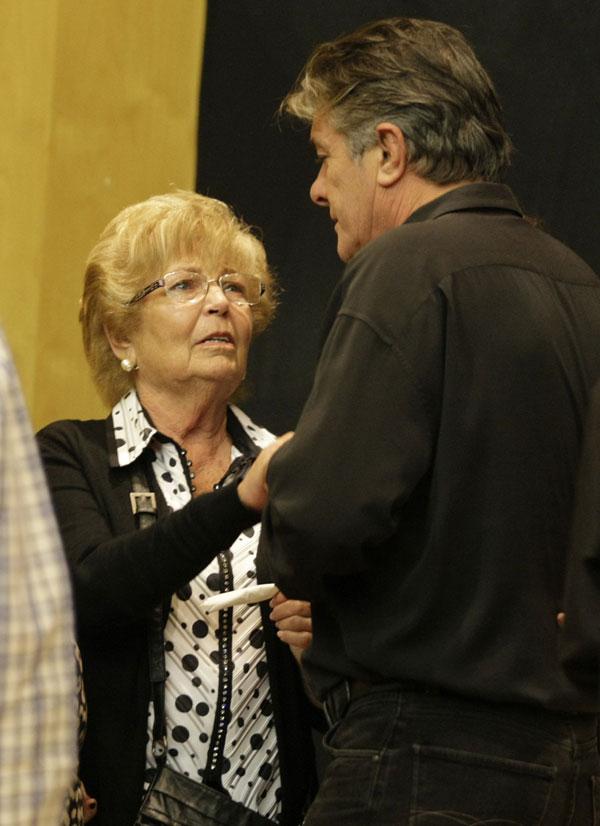 Anita Marx, viuda de Manolo Escobar, recibió el pésame del cantante Francisco en la capilla ardiente
