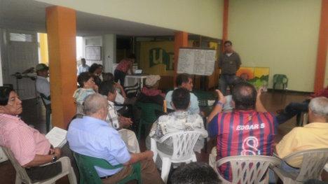 Orientados por el comité local del Partido Comunista de Ibagué, compañeros y compañeras ultimaron detalles para el día de hoy. Foto Nelosi