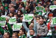 Hinchas del Celtic mostraron avisos a favor del voto por el Sí. Foto Rob Casey.