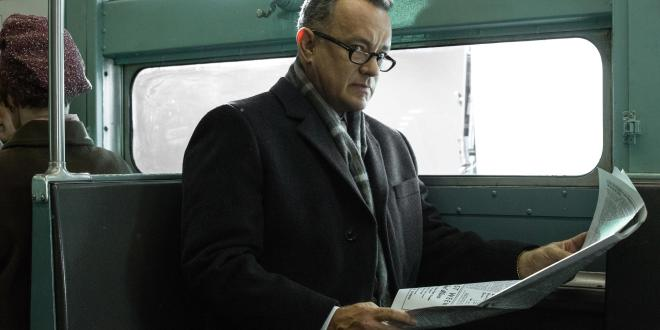 Una scena del film. Tom Hanks interpreta l'avvocato James Donovan