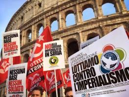 Il Fronte della Gioventù Comunista (FGC); membro italiano della FMGD, ha manifestato pochi giorni fa a Roma (foto) e Milano contro la guerra in Siria, rilanciando la lotta anti-imperialista della FMGD.