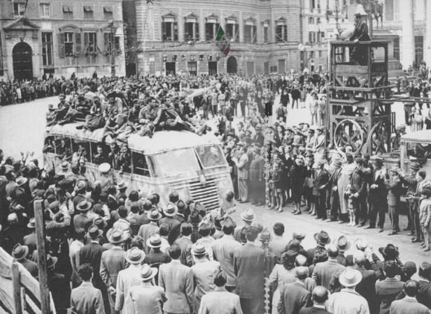 Genova viene liberata dai partigiani