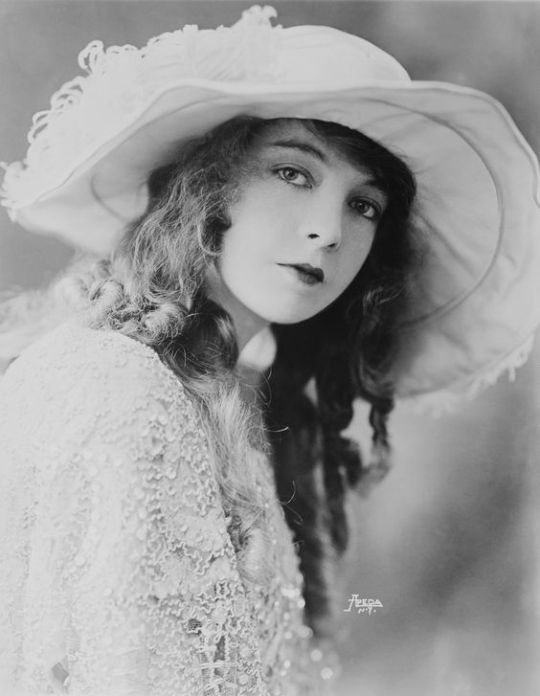 """""""Never get caught acting."""" —Lillian Gish"""