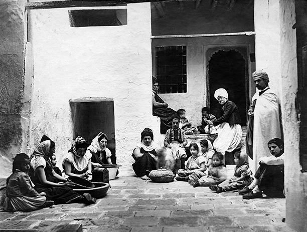 A Jewish family in Biskra, Algeria, early 20th century