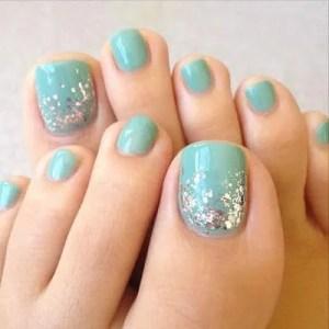 homecoming nails1