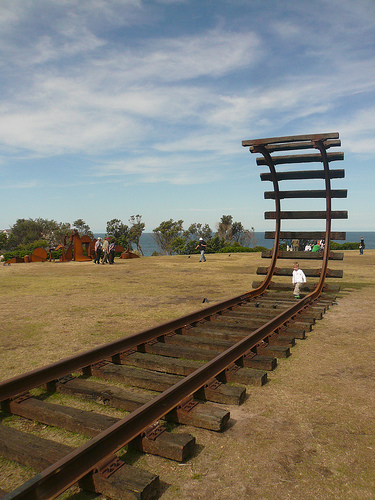 blog voyage australie whv travel bondi rail sculpture art