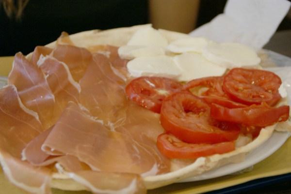blog voyage australie whv roadtrip italie proscuitto mozzarella tomate