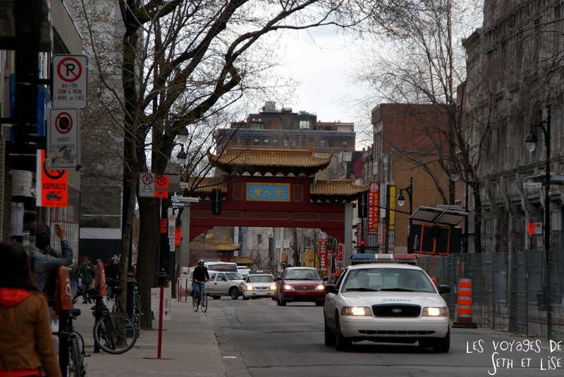 blog voyage canada pvt montreal porte chinatown police voiture
