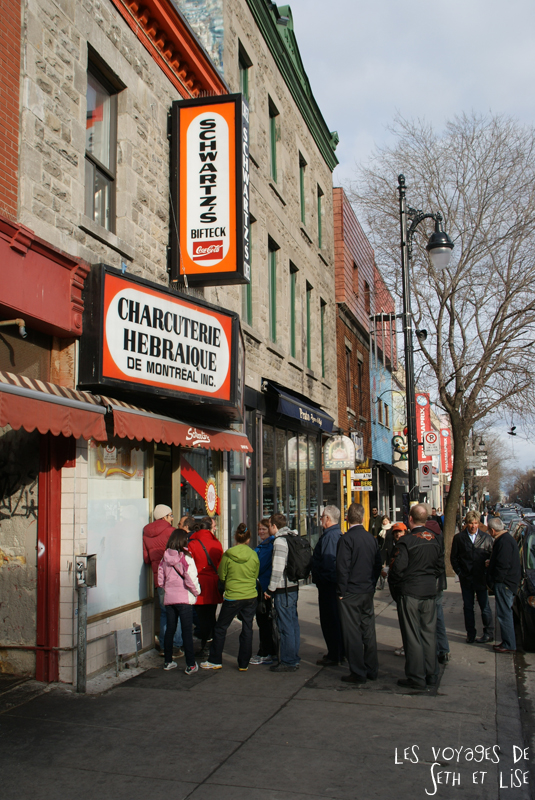 blog voyage canada montreal pvt restaurant schwartz file attente queue