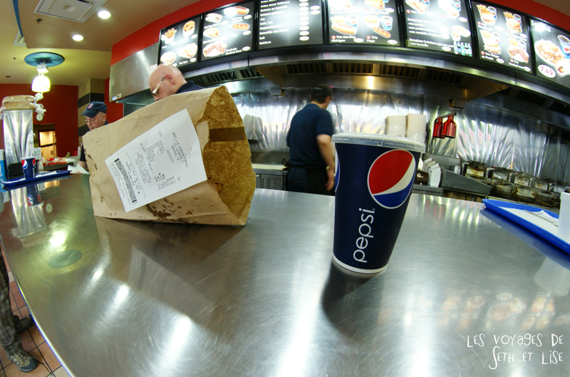 blog pvt voyage montreal canada whv food hotdog fastfood pepsi belle province