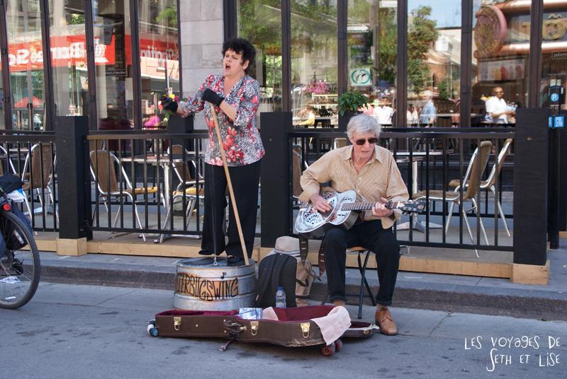 pvt canada montreal blog main st laurent frenesie couple voyage concert musique drole duo rue