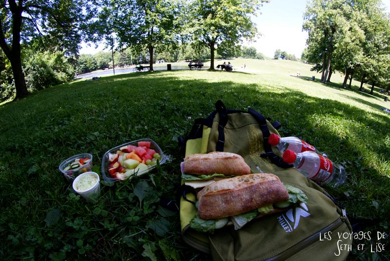 blog pvt canada montreal couple voyage lac castor mont royal pique nique parc manger miam