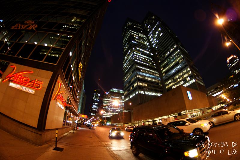 blog pvt canada montreal quebec couple voyage tour du monde building immeuble nuit